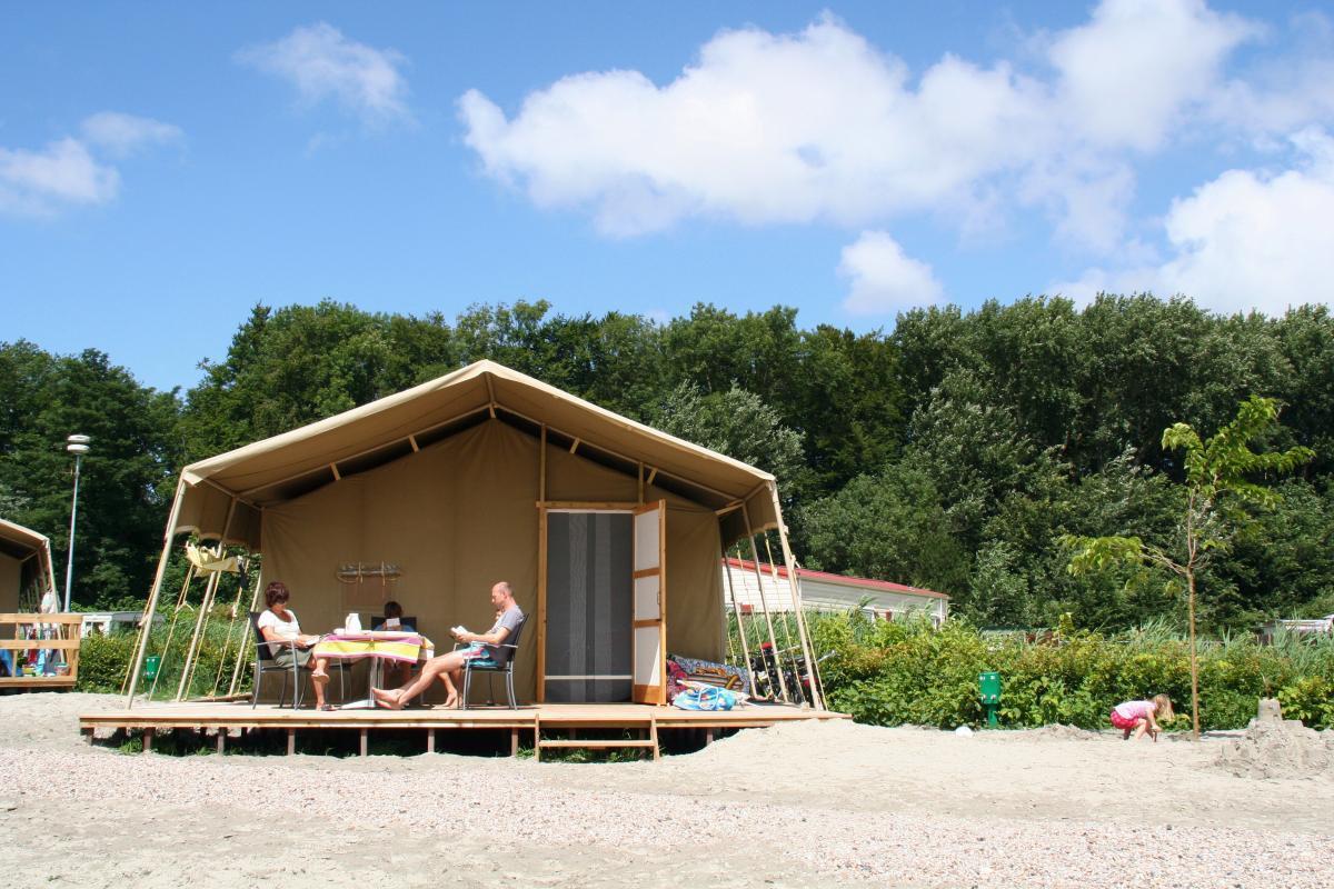 Persoons luxe season tent met badkamer molecaten park